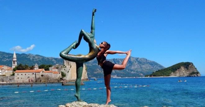 """Скульптура """"Танцовщица из Будвы"""" в Черногории"""