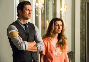 "SCREAM QUEENS: Pictured L-R: Oliver Hudson as Wes and Nasim Pedrad as Gigi in the ""Haunted House"" episode of SCREAM QUEENS airing Tuesday, Oct. 6 (9:00-10:00 PM ET/PT) on FOX. ©2015 Fox Broadcasting Co. Cr: Skip Bolen/FOX."