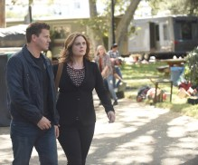 "BONES: L-R: David Boreanaz and Emily Deschanel in the ""The Flaw in the Saw"" episode of BONES airing Tuesday, Feb. 7 (9:01-10:00 PM ET/PT) on FOX. ©2017 Fox Broadcasting Co. Cr: Ray Mickshaw/FOX"