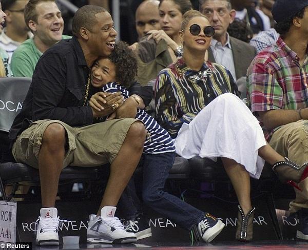 Hot Shots Beyonce  Jay Z Enjoy Family Time - That Grape Juice