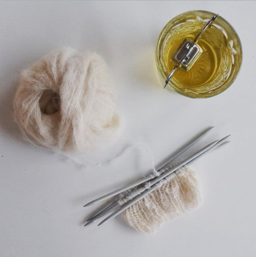 scandinavian_feeling_hygge_knitting_tea_flatlay