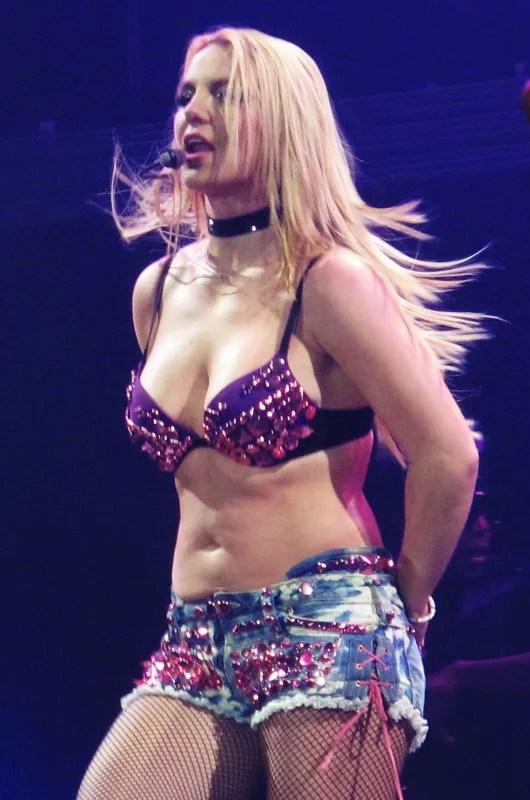 New Smoking Girl Wallpaper Britney Spears Bikini Photos Damn Girl The Hollywood