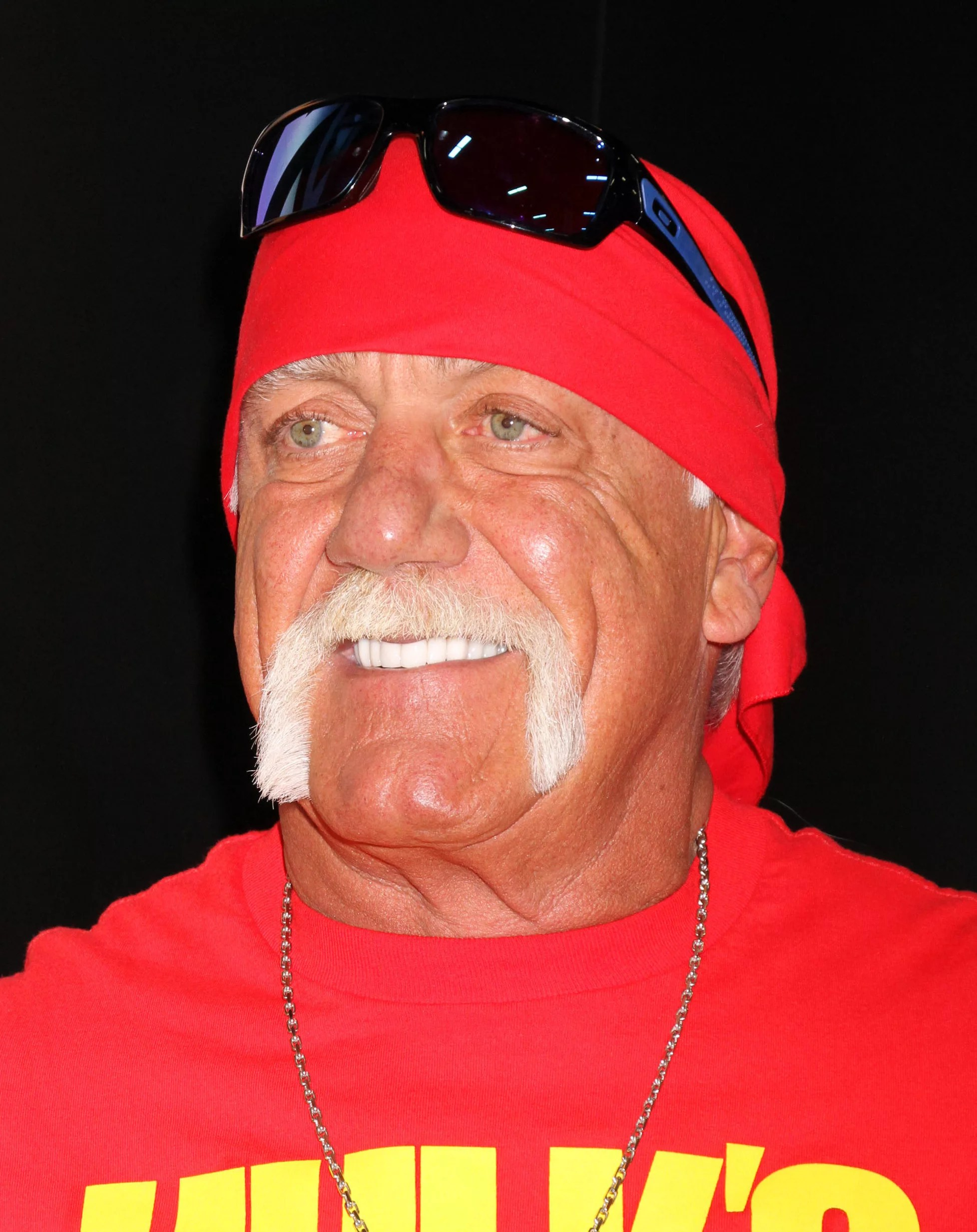 Hulk Hogan Twitter Hulk Hogan Cites God On Twitter Refers To Self As