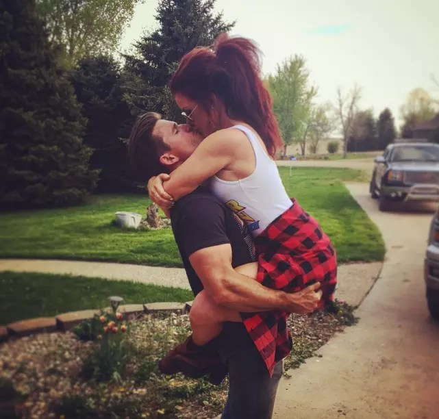 Cute Couples Holding Hands Wallpapers Chelsea Houska And Cole Deboer Cutest Most Stable Teen