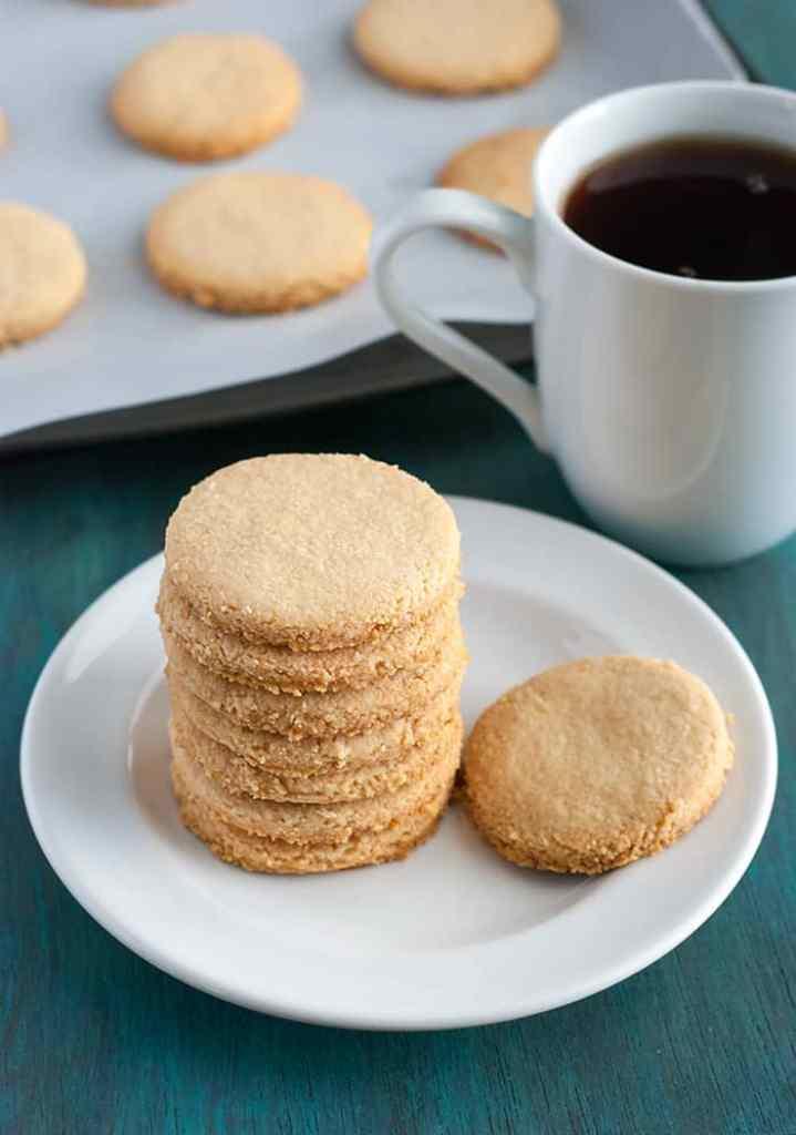 4-Ingredient Shortbread Cookies - quick, easy and full of flavor.