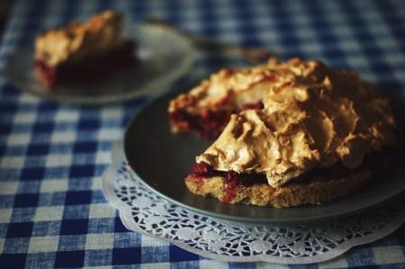 Готовим вместе: ягодный пирог с итальянской меренгой