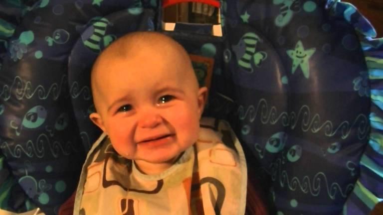 Видео дня: самый трогательный малыш