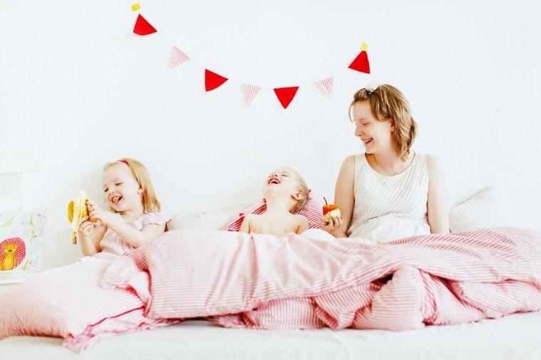 Счастье в пижамах: Екатерина, Александра, Артем + и Лешка в животике
