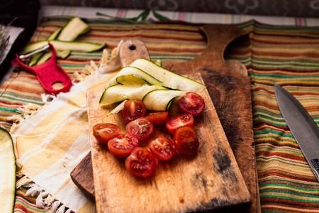 Готовим вместе: свежий салат с кабачками