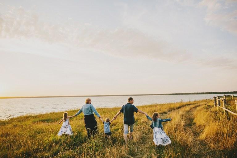Двое счастливых родителей, трое счастливых детей: семейная съемка