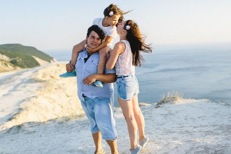 Теперь нас трое: семейная съемка Кати, Саши и малышки Ани