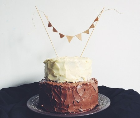 Торт с шоколадным и шифоновым бисквитами и сырным кремом