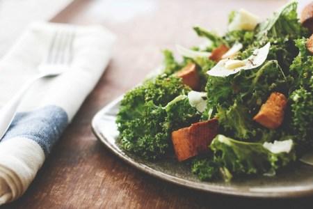 На кухне с Дашей: 5 идей для вкусных и полезных салатов
