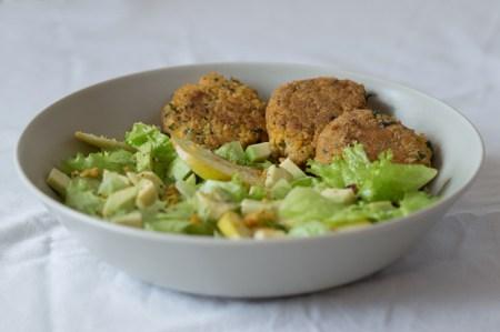 Рецепт салата с фалафелем и яблоком