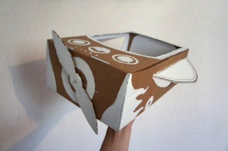 Самолет из картонной коробки