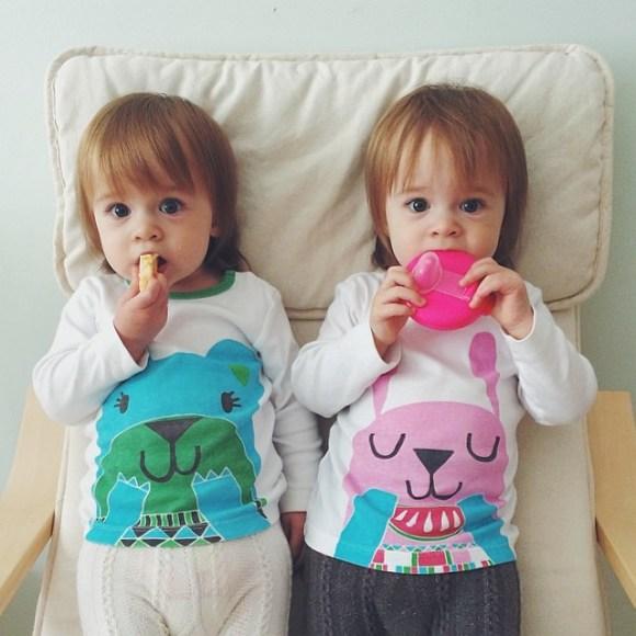 фото двойняшек девочек
