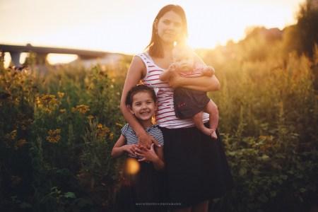 Портрет женского счастья: мама Римма и её девочки