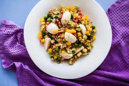 Рецепт салата с киноа и овощами