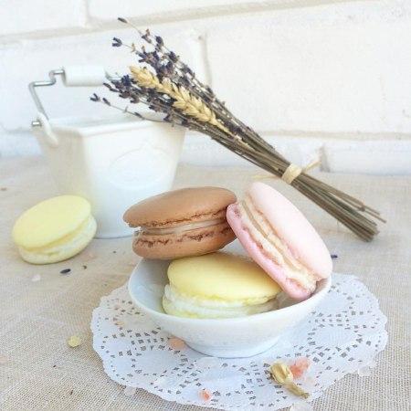Сделай сам: ягодное мыло-пирожное «Macaron»