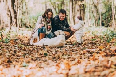 Уютная осень: Юля, Виталик, Сашуля и их собака Ками