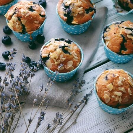 Рецепт пряных маффинов с голубикой и миндалем