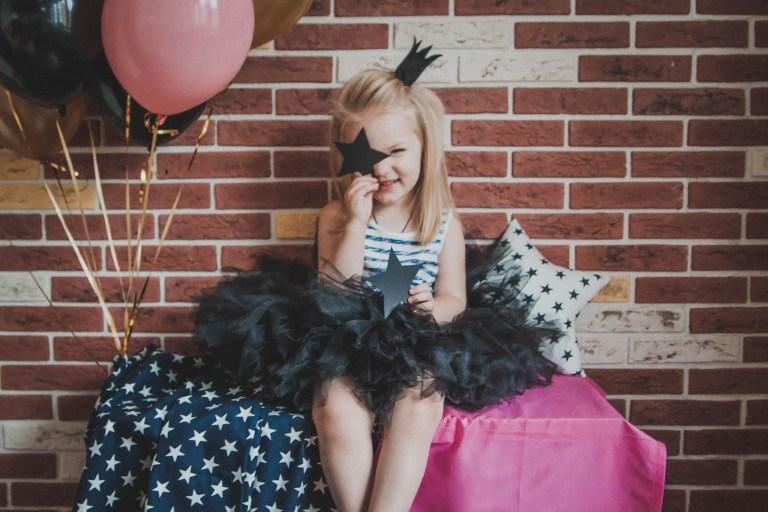 Черный с розовым: яркий день рождения Сони