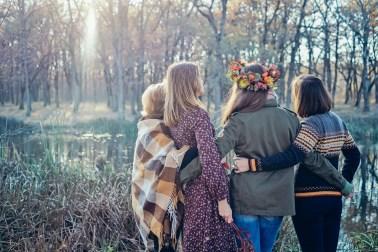 Пикник в осеннем лесу: семейная фотосессия