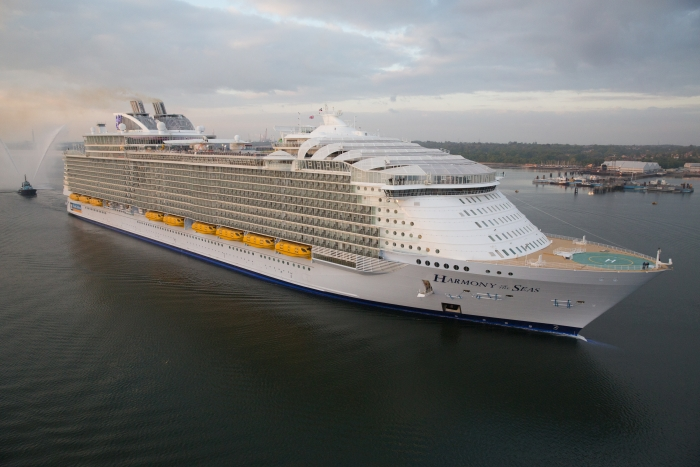 The largest cruise ship in the world - Harmony of the Seas : Royal Caribbean