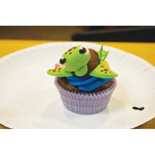 Medium Crop Of Cupcake Wars Host