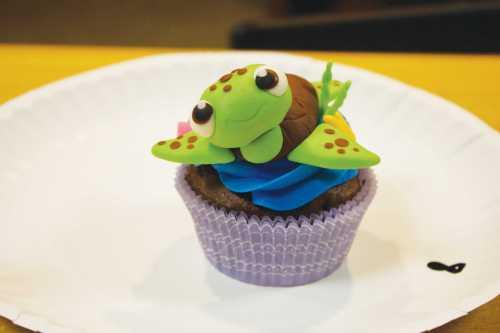 Medium Of Cupcake Wars Host