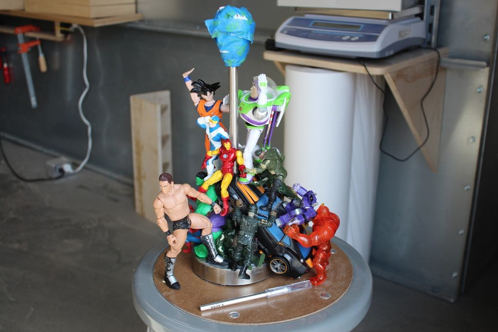 Lampe Gold How To Turn Cheap Action Figures Into An Epic Diy Lamp