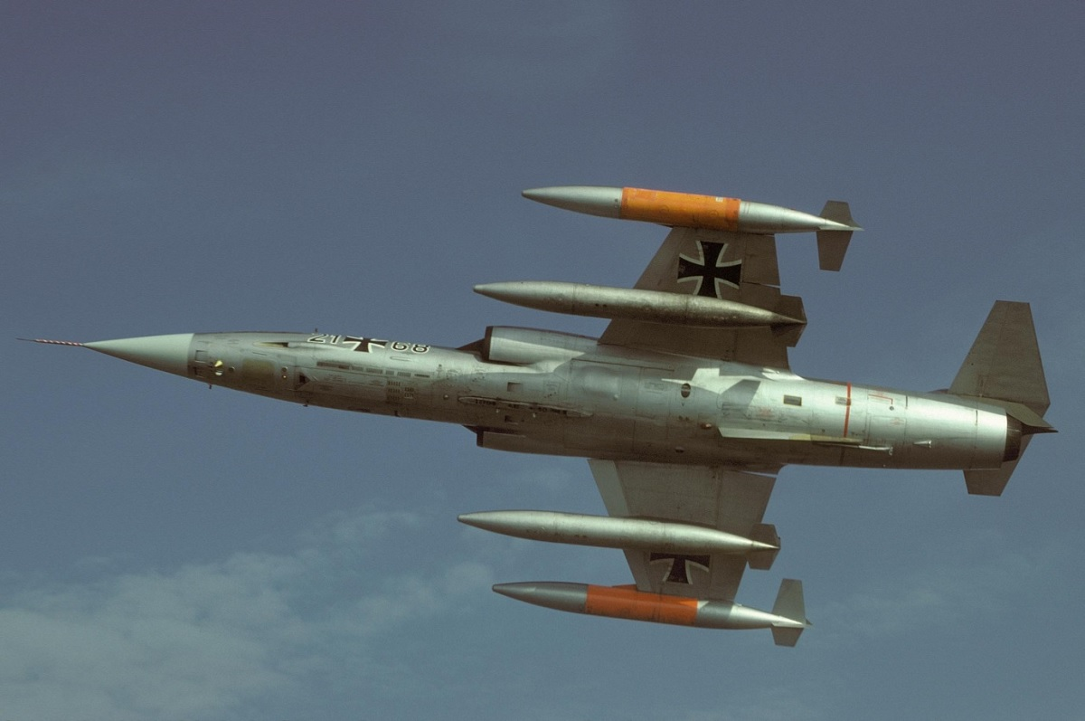 Welcome Fall Wallpaper Here S Why The Luftwaffe Dubbed The Iconic F 104