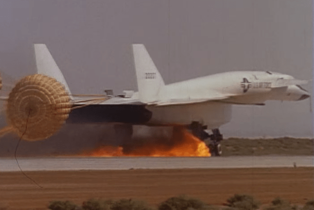 Gear Wallpaper Hd The Aviationist 187 Impressive Video Of An Xb 70 Valkyrie