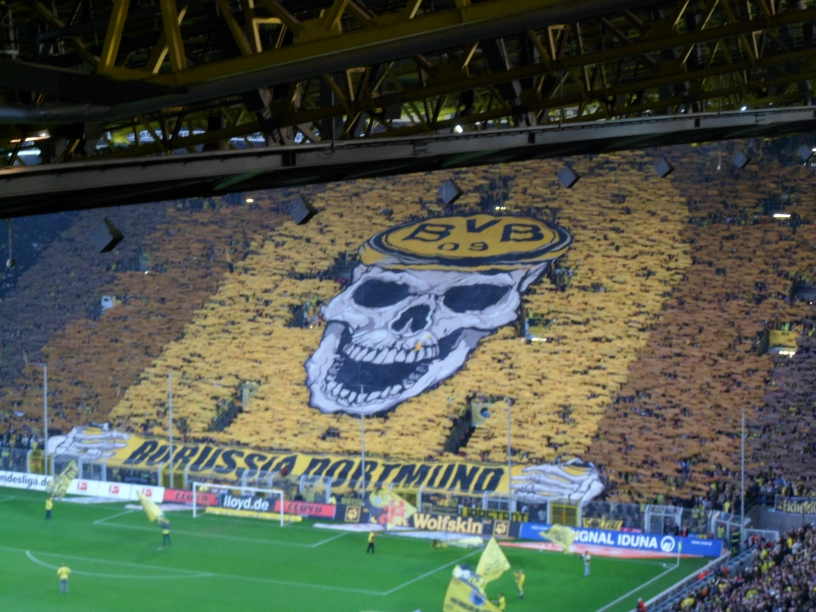 Signal Iduna Park Wallpaper Hd Borussia Dortmund Vs Vfl Wolfsburg November 2011 Bar