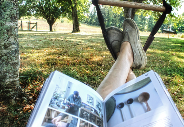 chair-swing-reading