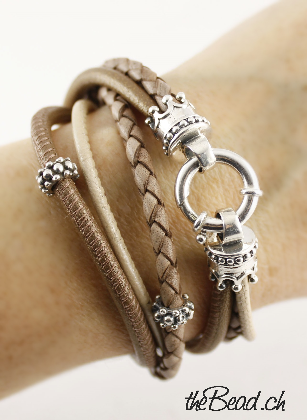 Silver Crown Bettdecken Leather Bracelet Crown Antique Nude