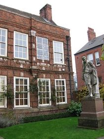 English: A statue of William Wilberforce, loca...