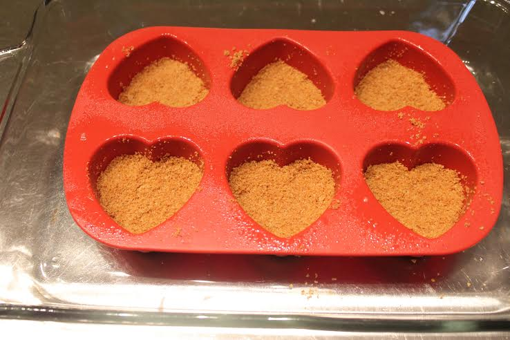 Mix together graham crackers, sugar and melted butter and press them into the bottom of mold