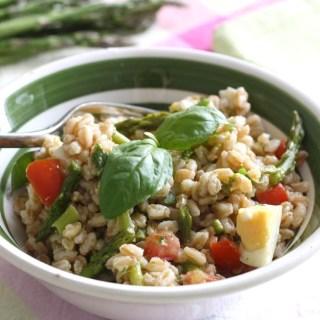 insalata-farro-con-asparagi