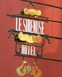 le-sirenuse-sign