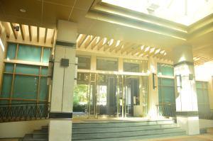Treetops Entrance