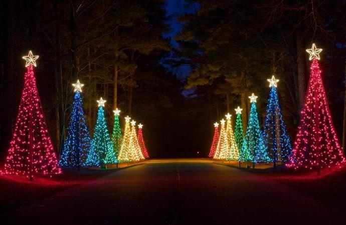 15 Best Christmas Lights Displays across the US