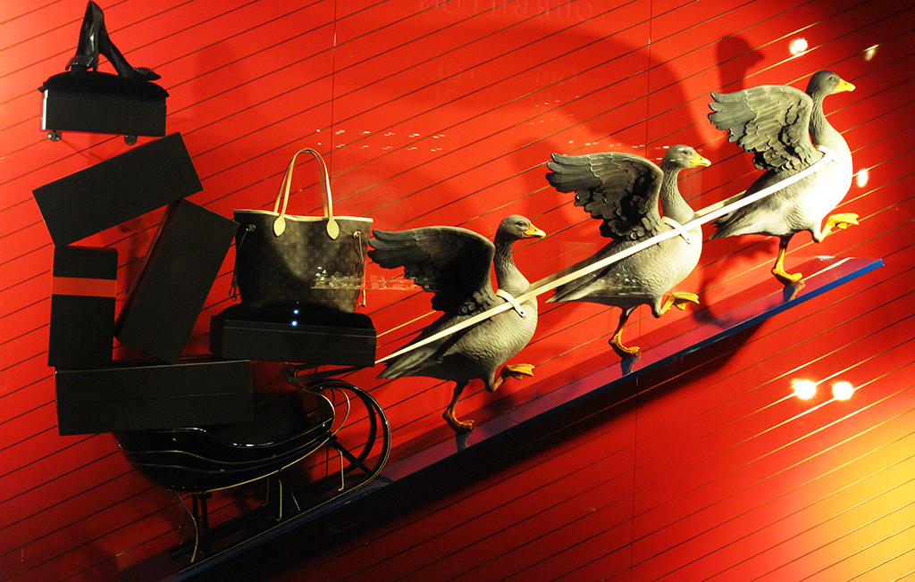 Amsterdam Fall Wallpaper Louis Vuitton Quot The Goose Game Quot Festive Holiday Window