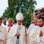 God shows his greatness in humility, closeness, pope says