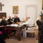 Pope meets with Chilean bishops, discusses abuse crisis