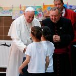 Roses and the cross: Pope meets refugees in Bulgaria