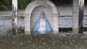 A statue of Mary is seen partially submerged in flood water in Sorrento, La., Aug. 20. (CNS photo/Jonathan Bachman, Reuters) See LOUISIANA-FLOODING-RELIEF Aug. 23, 2016.