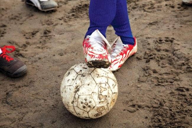 Kids in Tumaco by Piers Calvert