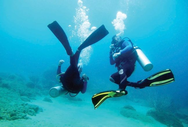 Santa Marta offers diving courses for those who want to know more about the sea.