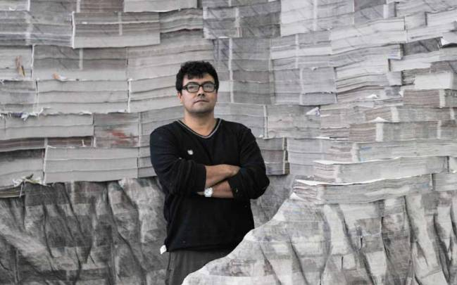 Sculptor Miler Lagos and his paper Ceiba tree.